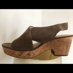 Clark's Tan Wedges Size 9 1/2 Like New
